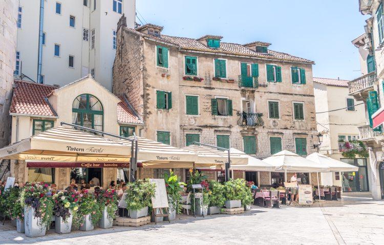 Split cafes and restaurants